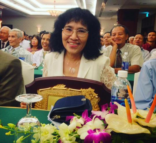 Dịch giả Nguyễn Hồng Nhung tại lễ trao Giải thưởng Văn hóa Phan Châu Trinh 2017