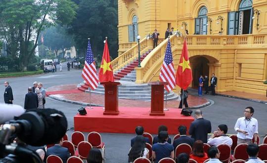 Chủ tịch nước và Tổng thống Donald Trump họp báo tại Phủ Chủ tịch - Ảnh 4.