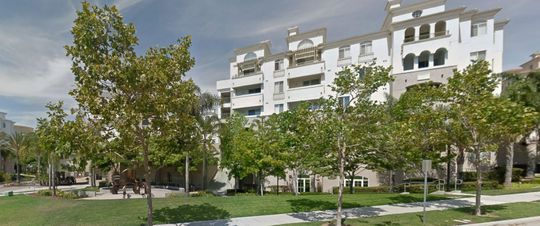 Khu căn hộ cao cấp La Jolla Crossroads. Ảnh: ABC News