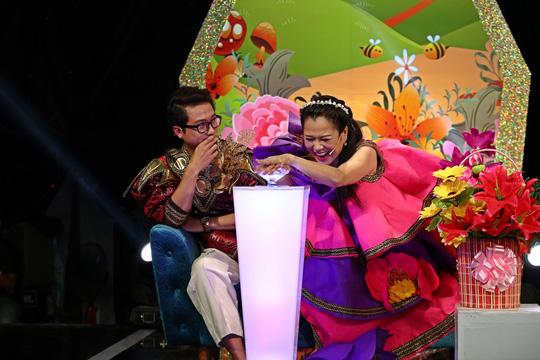 Ngạc nhiên cô bé 5 tuổi nhảy điệu Hawaii trong Tiếu lâm tứ trụ nhí - Ảnh 1.