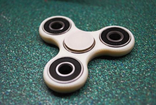Doanh nhân 17 tuổi phát tài nhờ đồ chơi spinner - Ảnh 1.