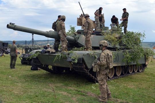 NATO tập trận rầm rộ tại Romania - Ảnh 2.
