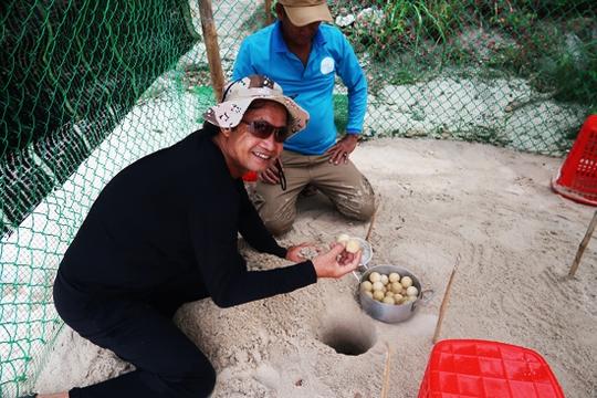 Chuyện lạ: Rùa đẻ trứng dưới nước - Ảnh 2.