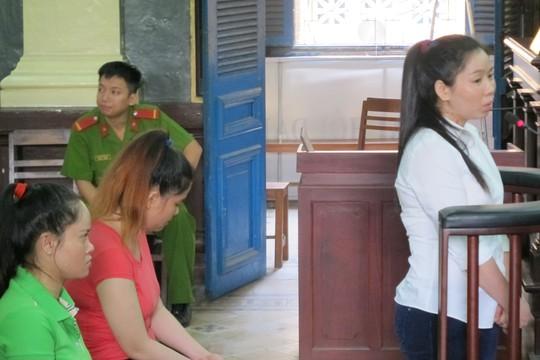 Các bị cáo tại phiên tòa chiều 24-4