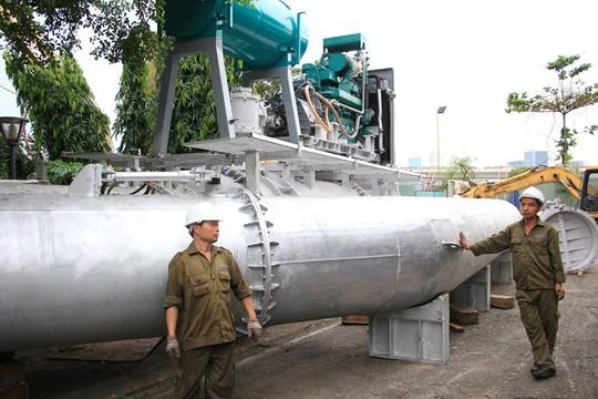 Cận cảnh siêu máy bơm chống ngập ở TP HCM - Ảnh 2.