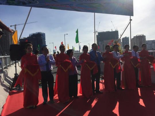 TP HCM: Thông xe 2 nhánh kết nối cầu Nguyễn Văn Cừ - Ảnh 1.