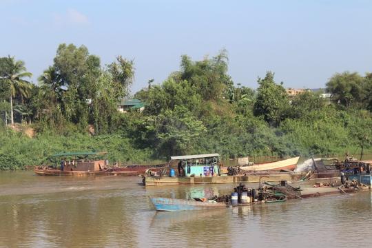 """""""Trảm"""" 13 dự án khai thác cát trên sông Đồng Nai"""