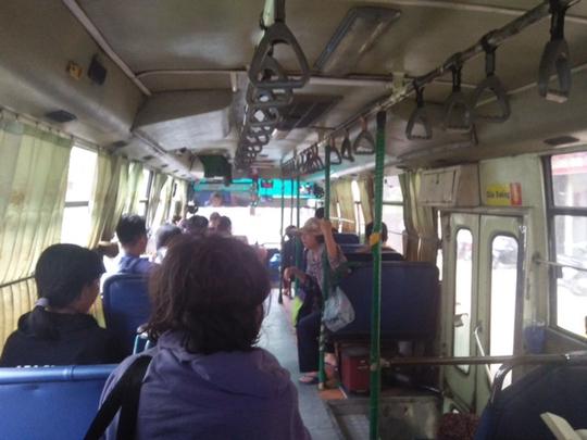 Mong chờ gì ở xe buýt? - Ảnh 1.