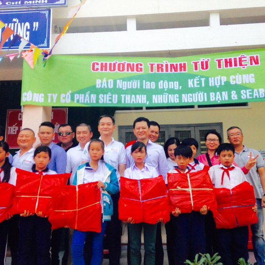 Báo Người Lao Động trao quà trẻ em nhân ngày 1-6 - Ảnh 1.