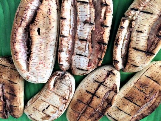 Chuối nướng nước cốt dừa: Món ngon ngày mưa gió - Ảnh 4.
