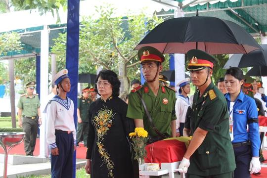 Các ông Trương Tấn Sang, Nguyễn Tấn Dũng dự lễ truy điệu liệt sĩ - Ảnh 4.