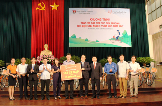 Trao 145 xe đạp cho học sinh nghèo hiếu học - Ảnh 1.