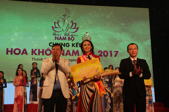 Nguyễn Thị Hải Yến đăng quang Hoa khôi Nam bộ 2017 - Ảnh 1.