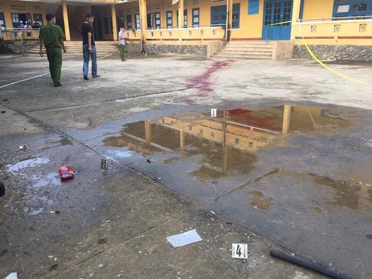 Bảo vệ bị côn đồ chém chết ngay trong trường học - Ảnh 2.