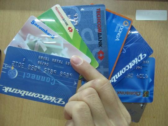 Chủ thẻ ngân hàng đang chịu một số phí nhất định chứ không phải tất cả