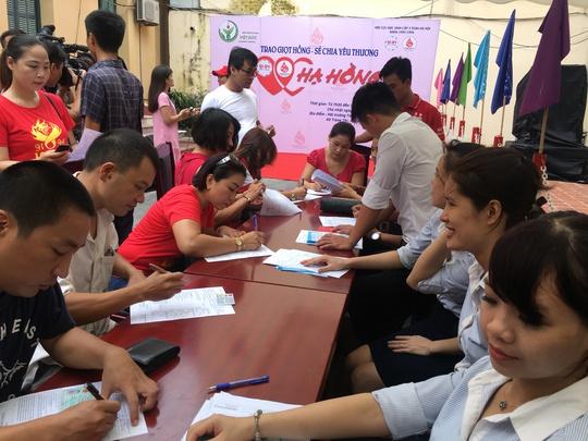 600 cựu học sinh hiến máu cứu người bị TNGT - ảnh 7