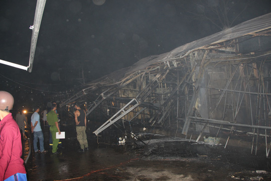 Cháy kinh hoàng ở chợ đêm Phú Quốc - Ảnh 4.