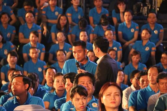 Công nhân đặt câu hỏi với Thủ tướng