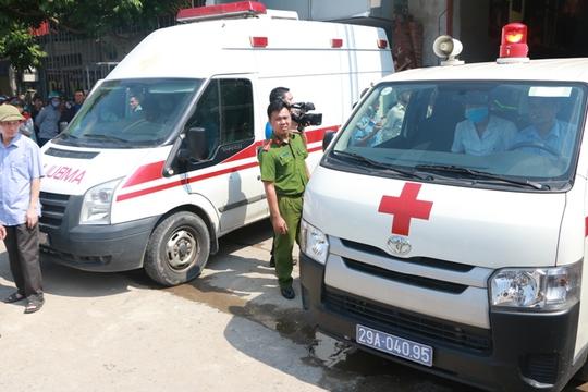 Cháy xưởng bánh kẹo ở Hà Nội, 8 người tử vong - Ảnh 13.