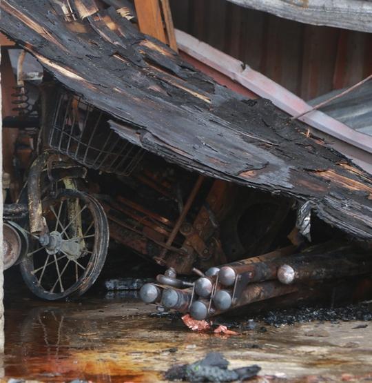 Cháy xưởng bánh kẹo ở Hà Nội, 8 người tử vong - Ảnh 17.