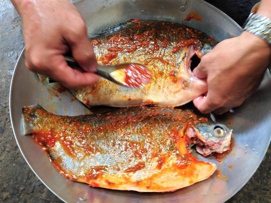 Thơm thơm, cay cay cá chim nướng muối ớt - Ảnh 4.