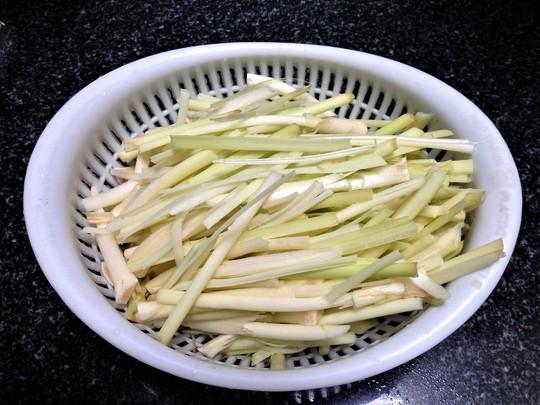 Bồn bồn xào thịt: Món ăn dân dã quê nhà - Ảnh 2.