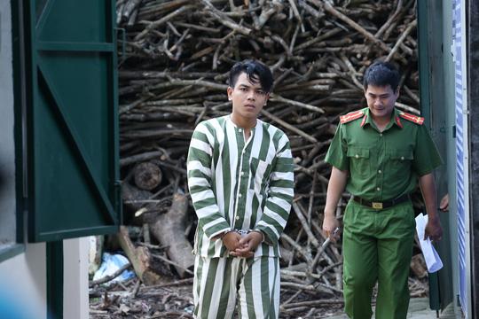 Võ Nguyễn Thanh Mến (20 tuổi) - một trong những đối tượng trực tiếp cầm mã tấu chém nạn nhân để cướp