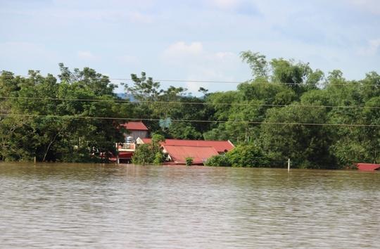 Trại 5 bị cô lập trong nước lũ, dùng ca nô đưa cơm cho 700 phạm nhân - Ảnh 3.