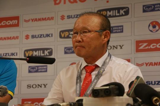 HLV Park thừa nhận may mắn, Afghanistan khen thủ môn - Ảnh 1.