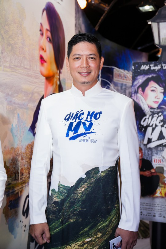 Sau xì- căng- đan ngoại tình, Bình Minh một mình dự ra mắt phim - Ảnh 1.