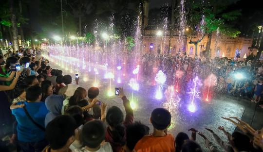 Mãn nhãn với quảng trường - nhạc nước  tại Công viên Văn Lang. - Ảnh 6.
