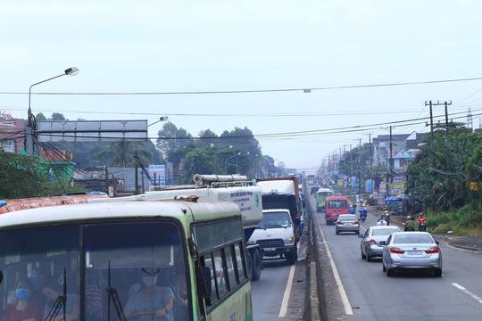 BOT tuyến tránh Biên Hòa lại kẹt xe vì tiền lẻ - Ảnh 4.