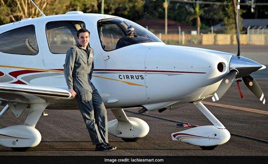 18 tuổi, lập kỷ lục lái máy bay vòng quanh thế giới - Ảnh 1.