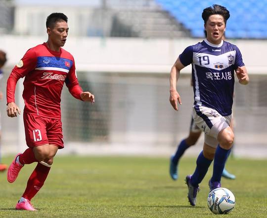 U22 Việt Nam thắng đậm Busan FC - Ảnh 1.