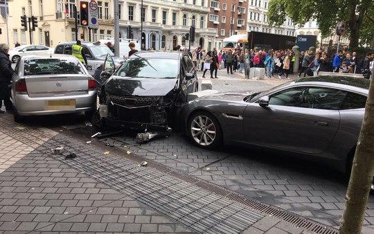 Lại lao xe vào đám đông ở London - Ảnh 2.