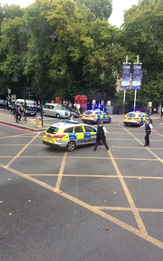 Lại lao xe vào đám đông ở London - Ảnh 3.