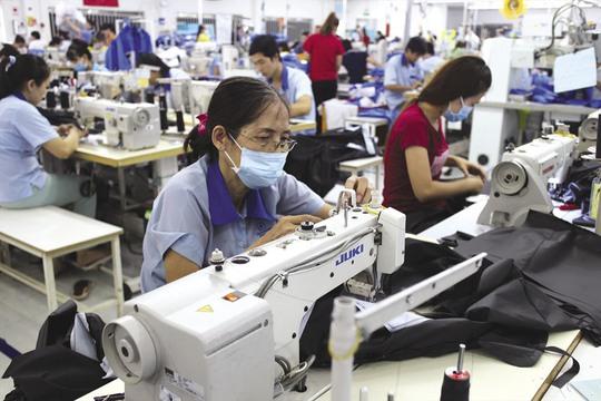Giảm lương hưu của lao động nữ: Mong Quốc hội hãy lắng nghe! - Ảnh 2.