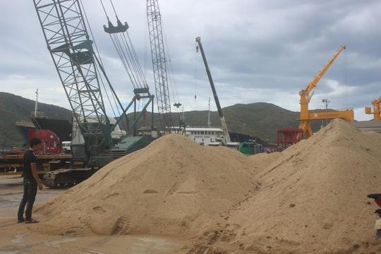 Bộ Xây dựng: Cấm bán cát ra ngoài tỉnh là trái quy định - Ảnh 2.