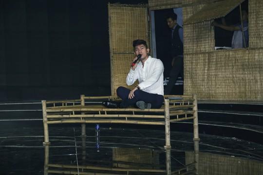 Lê Nguyễn Trường Giang áp lực khi diễn Kim Đồng trước thầy Bạch Long - Ảnh 4.