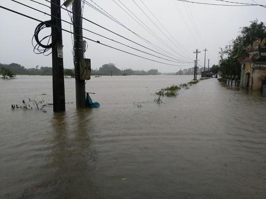 Thừa Thiên - Huế: Lũ trên sông Bồ sẽ vượt đỉnh lịch sử năm 1999 - Ảnh 10.