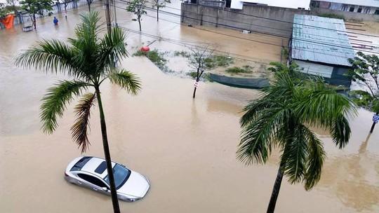 Nước lũ tại Huế lại lên, Đà Nẵng hàng ngàn hộ dân còn ngập - Ảnh 4.