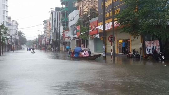 Thừa Thiên - Huế: Lũ trên sông Bồ sẽ vượt đỉnh lịch sử năm 1999 - Ảnh 5.