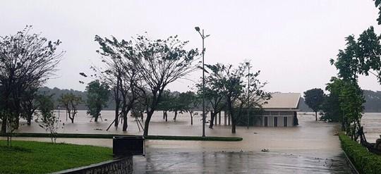 Thừa Thiên - Huế: Lũ trên sông Bồ sẽ vượt đỉnh lịch sử năm 1999 - Ảnh 12.