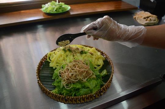 Các đại biểu thích thú món mì Quảng APEC - Ảnh 3.