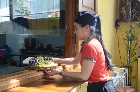 Các đại biểu thích thú món mì Quảng APEC - Ảnh 8.