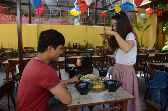 Các đại biểu thích thú món mì Quảng APEC - Ảnh 9.