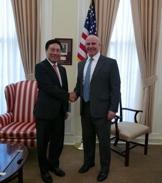 Phó Thủ tướng Phạm Bình Minh và Cố vấn Hội đồng An ninh Quốc gia Herbert Raymond McMaster