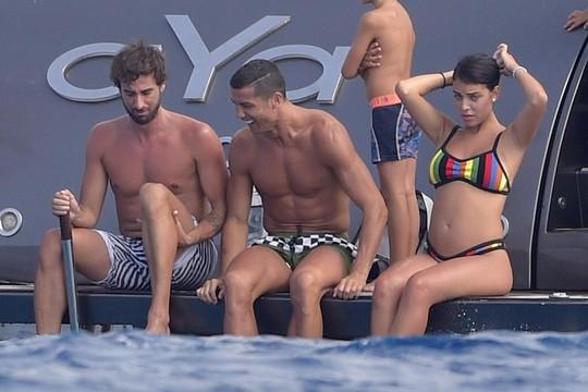 Ronaldo sắp có con thứ tư - Ảnh 4.