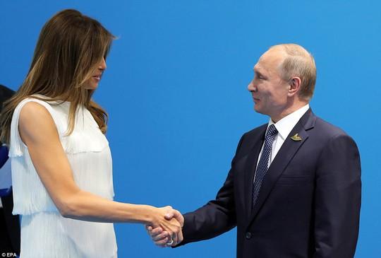 Đệ nhất phu nhân Mỹ cũng không rút ngắn nổi cuộc gặp Nga – Mỹ