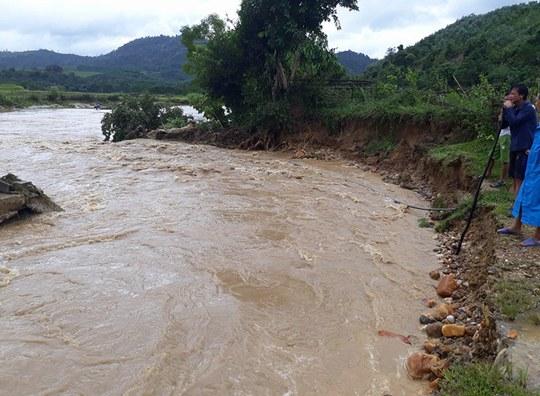Cận cảnh Bắc Trung Bộ chìm trong mưa lũ - Ảnh 17.